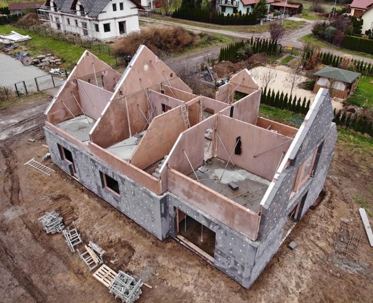 Budowa domu jednorodzinnego - film reklamowy dla Krosbud